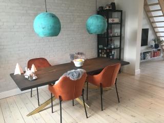 Flot plankebord passer godt til bali lamperne