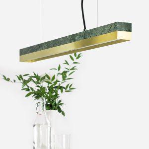 Grøn marmor og messinglampe
