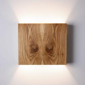 GEMINUS væglampe i træ